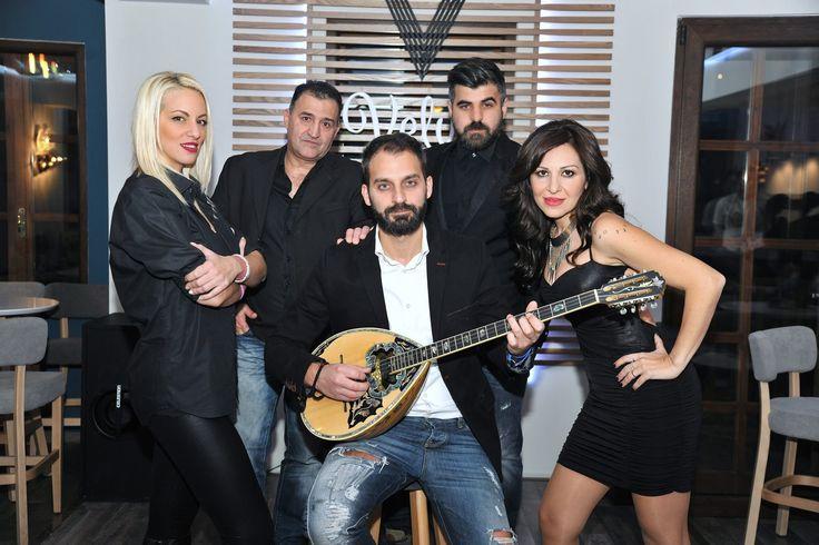 Ζωντανή Μουσική @ Velvet Bar στη Βέροια!  Μαζί μας η Ζωή Μαυρίδου ο Στέργιος Ρέππας η Μαριάνα Καποδίστρια ο Αντώνης Ρέππας στις φωνές ο Γιώργος Γκαντίδης στο μπουζούκι και ο Γιάννης Γκαντίδης στα πλήκτρα....!  Τηλέφωνο Κρατήσεων : 23310 60021