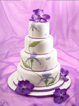 beautiful white and purple wedding cakes beautiful color work four tiered white cake with purple 11238