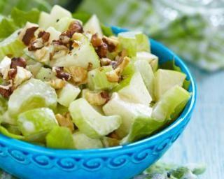 Salade régime de céleri, pomme et noix : http://www.fourchette-et-bikini.fr/recettes/recettes-minceur/salade-regime-de-celeri-pomme-et-noix.html