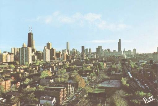 POSTCARD - CHICAGO - DOWNTOWN SKYLINE - FROM NEAR NORTH SIDE - 1970s
