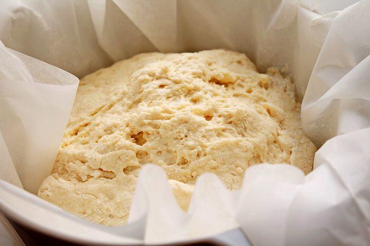 Mod de preparare Paine fara framantare (fara gluten): Faina se cerne si se amesteca intr-un castron cu sarea, zaharul si drojdia uscata. Se face o gropita in mijloc si se toarna uleiul si apa calduta. Se amesteca totul cu un tel, pana la omogenizare. Vom obtinem un aluat destul de…