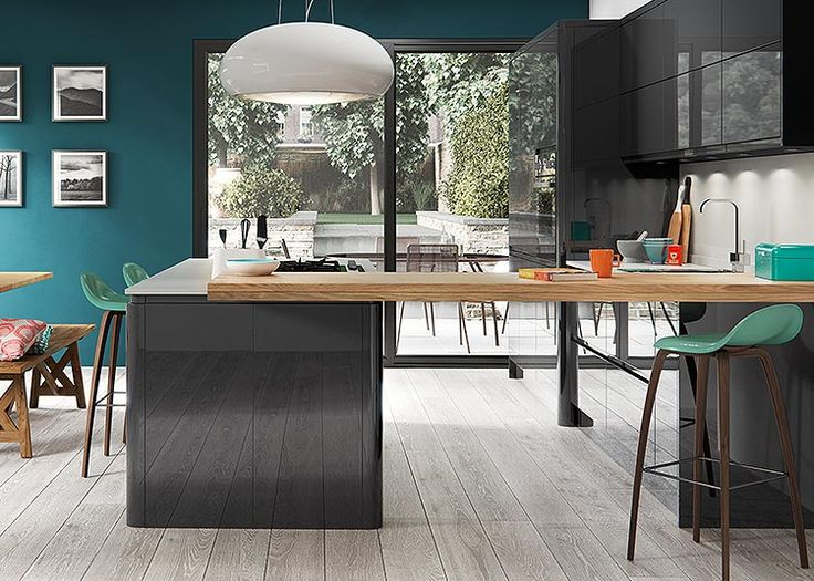 Welford handleless perfectly smooth high gloss kitchen in Graphite – First Impressions