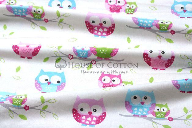 Śliczna bawełna dziecięca i nie tylko. Bardzo modny wzór uroczych sówek w typowo dziecięcej kolorystyce błękitno-zielono-różowej na białym tle. Idealnie pasuje do elementów wyposażenia pokoju...