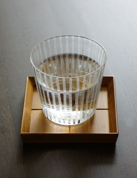 it would be a cheap and awesome DIY to etch vertical lines in some dolla sto glasses.