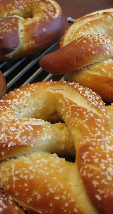 Entre esta y la receta de bollos de pretzel saqué una buena receta.