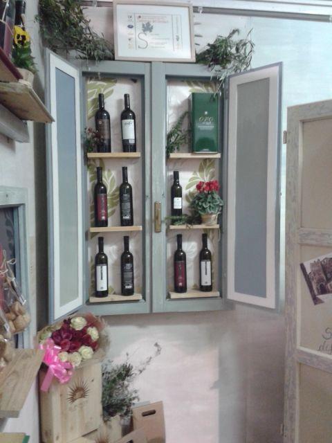 Finestra espositore vino e olio. Allestimento stand Gustatus 2014.