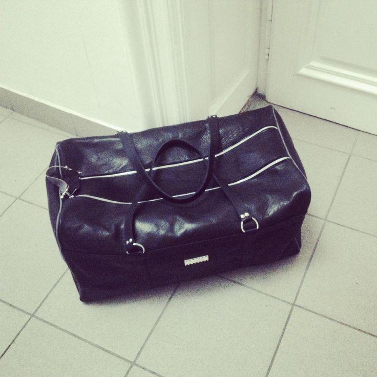 Custom made leather sportcase by ihay with waterproof lining #leather #sportcase #weekenderbag #marinebag