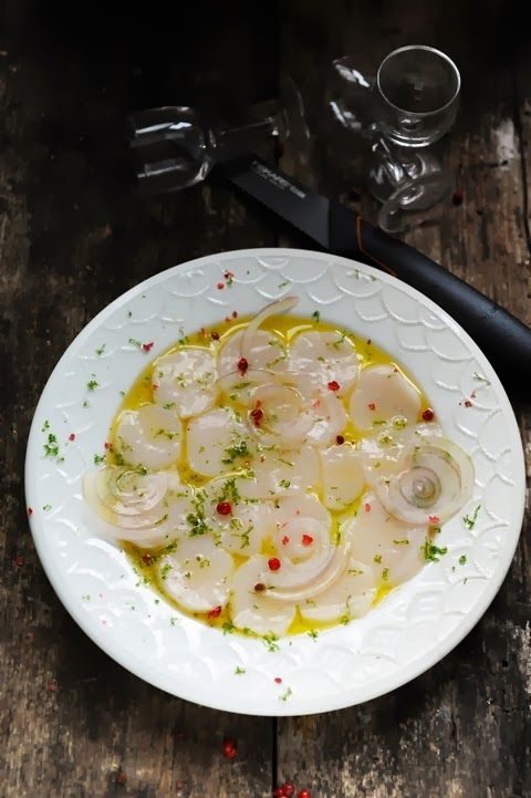 Mais pourquoi est-ce que je vous raconte ça... Dorian cuisine.com: Tartare et carpaccio. Et si l'important c'était d'abord le couteau ? Petit retour sur un atelier Fiskars et carpaccio acidulé aux noix de Saint Jacques…
