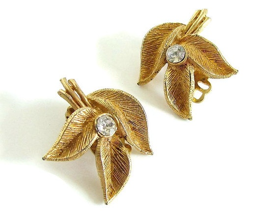 Gold Leaves Clip On Earrings Vintage Jewelry by bytheway on Etsy: Gold Leaf, Beautiful Jewelry, Leaves Clip, Clip On Earrings, Earrings Vintage, Gold Leaves, Vintage Jewelry