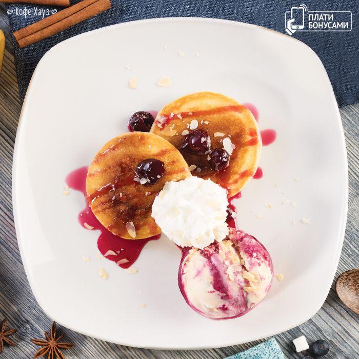 #оладьи с вишневым вареньем и мороженым в #кофехауз #оладушки #вкусно