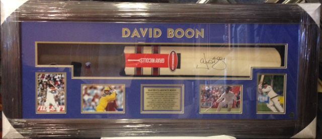DAVID BOON SIGNED CRICKET BAT