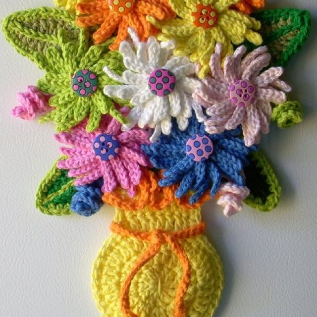 Crochet vase of flowers, wall decor. By Jerre Lollman