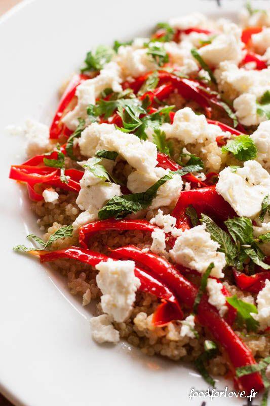 Photo Salade de Quinoa, Poivrons Rôtis à lail, Fêta, Menthe et Coriandre