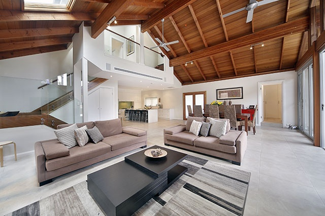 Great wood panne ceiling features
