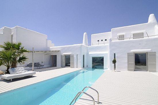 Summer house in Paros, Greece, by architect Alexandros Logodotis