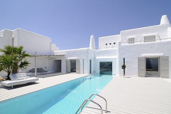 Summer house in Paros, Greece, by architect Alexandros Logodotis