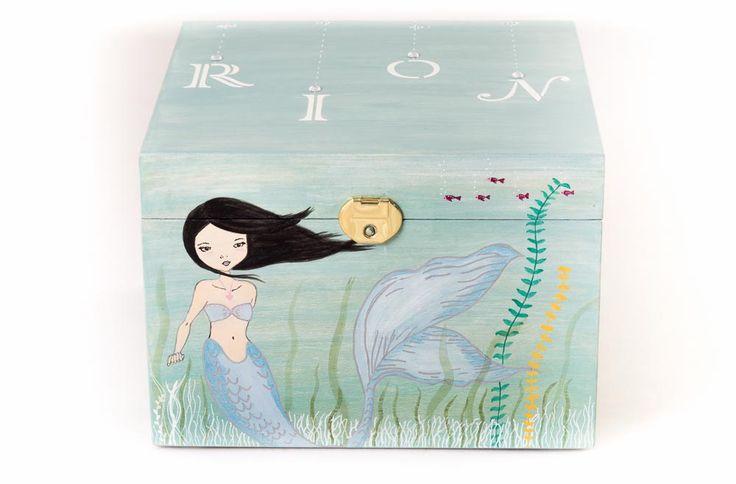 #Caja #sirenita #Rion, es una #niña #japonesa le encanta el #mar y las #sirenas, pintada a mano. www.lolagranado.com
