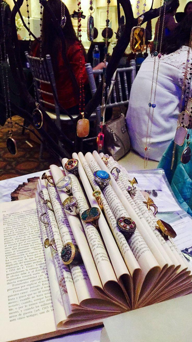 Resultado de imagen para ideas para exhibir joyas hechas manualmente ... afb830a3076