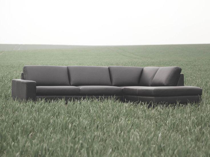 Store| Sits - Handgjorda stoppmöbler i hög kvalitet. Quattro är en modulsoffa där möjligheterna är oändliga på hur just du vill att ni soffa skall se ut. Du kan välja mellan flera olika element för att bygga upp din alldeles egen unika soffa. Du kan välja mellan 70 eller 90 cm breda kuddar, 4 typ av armstöd, 8 typer av trä eller metall fötter och mycket mer. Skapa din unika soffa i hemmet som ingen annan har med QUATTRO. Välj mellan tyg eller läder i flera olika färger till QUATTRO.