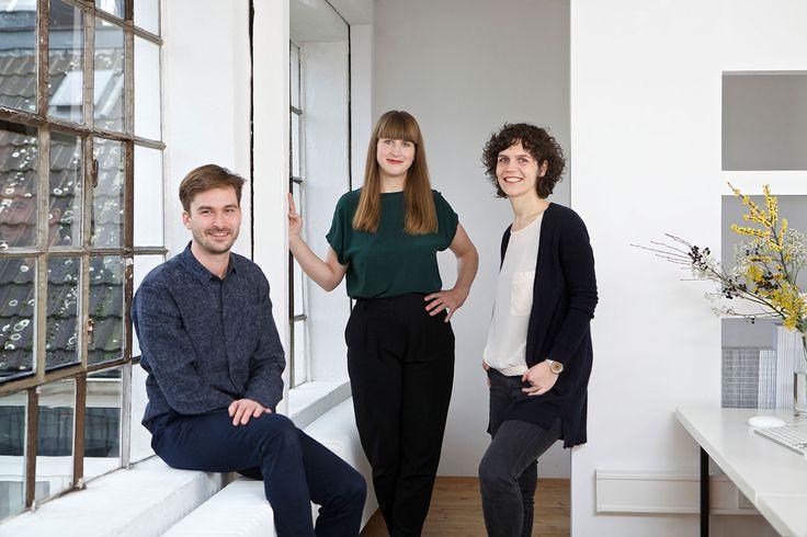 Hansen/2 ist ein Fullservice Design Studio in Hamburg. Wir entwickeln Identitäten durch klare Design Lösungen. Unser Fokus liegt auf der Neuausrichtung von Marken, Strategie und Design.