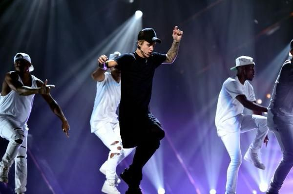 Justin-Bieber-performs-what-do-you-mean