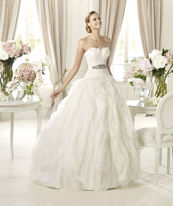 Benicarlo esküvői ruha http://lamariee.hu/eskuvoi-ruha/pronovias-2013/benicarlo