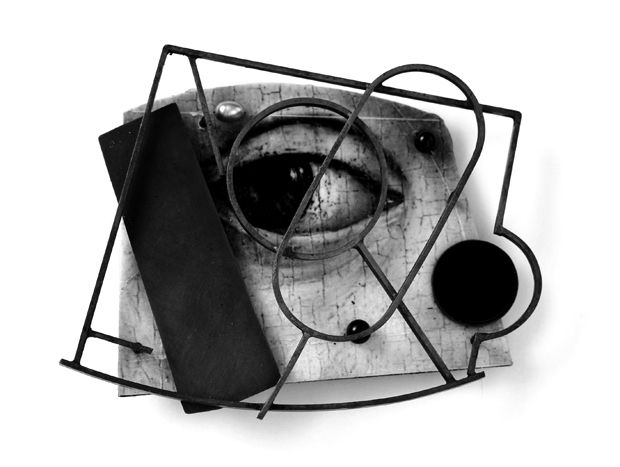 Ramón Puig Cuyás brooch, 2010. Imago Mundi Series, 'Aspice et aspicios'. Silver, plastic, paper, resin, alpaca, onyx, pearl. 70 x 60 x 15 mm.