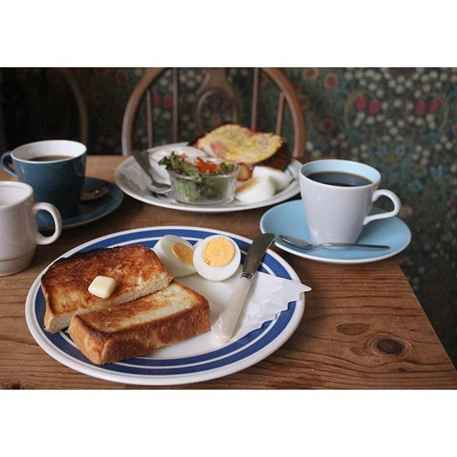 2016/10/09 11:46:07 naoko1023 * おはようございます🌞 今朝の永田家のモーニング探訪は南森町のロングウォークコーヒーへ。 ■モーニング 480円■ トースト(バターorジャム)+ドリンク+ゆで卵 こそっとのぞくとバルミューダで焼いてる😍 なのでシンプルなトーストにしました。 あ〜美味しい( ´_ゝ`)☕︎ 珈琲は、MONTHLY BLENDはmoon dance🌛 レコードでJAZZが流れてて、 幸せな時間💛 ここは絶対また来ます。 * #ロングウォークコーヒー #朝時間 #くいしんぼう日記 #e朝 #バルミューダ #パン #南森町 #大阪 #モーニング #コーヒー #breakfast