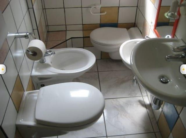 Your Worst House Hunting Experiences Were Nothing Like This — Terrible Real Estate Agent Photos | Apartment Therapy