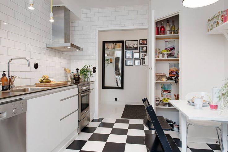Szachownica na podłodze w kuchni
