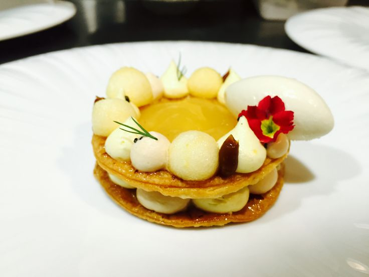 Apple pie for summer season @Jungsikdang #Seoul #SouthKorea #jungsik #jungsikdang #applepie #chungdampie #cream #caramel #gastroart #platingdessert   Apple , mousseline cream , caramel cream , caramel , apple jam , Jasmin I/C