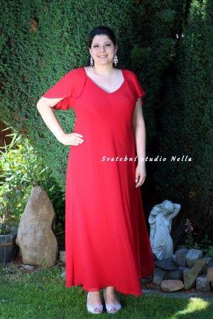 Červené dlouhé plesové společenské šaty pro plnoštíhlé. Ceny na www.svatebninella.cz   #plesovéšaty, #maturitníšaty, #večerní #šaty, #půjčovnašatů, Svatební studio Nella, Česká Lípa