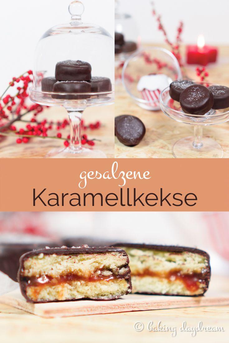Salted Caramel Cookies • Gesalzene Karamellkekse • Zartschmelzende Karamellcreme zwischen zwei zarten Keksen, in einer knackigen Schokoladenhülle und mit Salz bestreut.