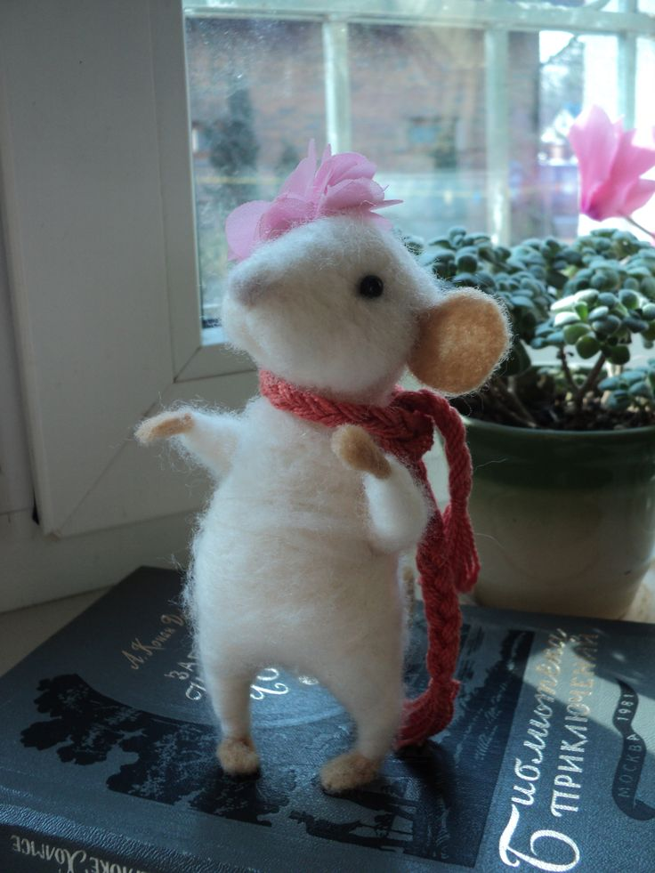 Handmade romantic mouse with flower