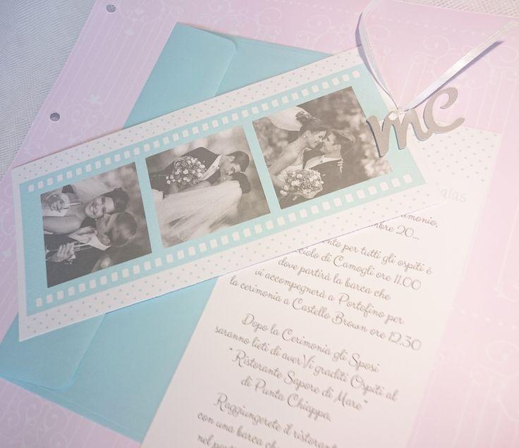 Partecipazione cinema con iniziali sposi intagliati carta perlata