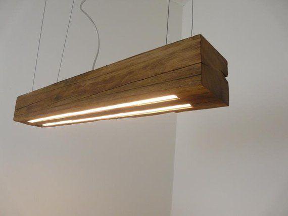 Hangelampe Aus Rustikalen Balken Ein Mehrere Hundert Jahre Alter Holzbalken Wurde Zu Einer Aussergewohnlichen Lampe Gefertig Glass Desk Lamps Lamp Rustic Lamps