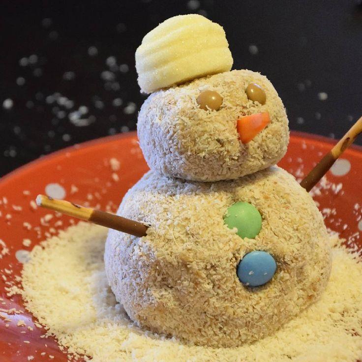 #pupazzo di #neve di #pandoro #pupazzodineve dolci #dolce #mascarpone #marshmallow #smarties #cocco #farinadicocco #sweet #food #foodporn #pranzo #cena #merenda #colazione #masterchefit #tuttacolpadimasterchef #cioccolato #capodanno