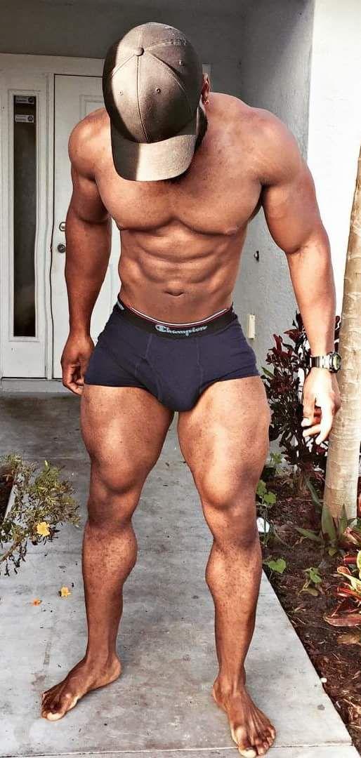Yeah, lovin those thighs!!!