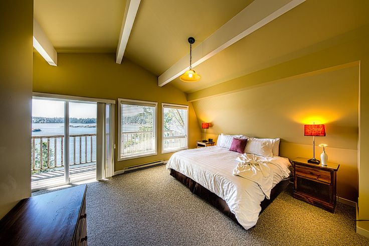 Seaview House   (2-bedroom, 2.5-bathroom executive house, max. 4 guests)