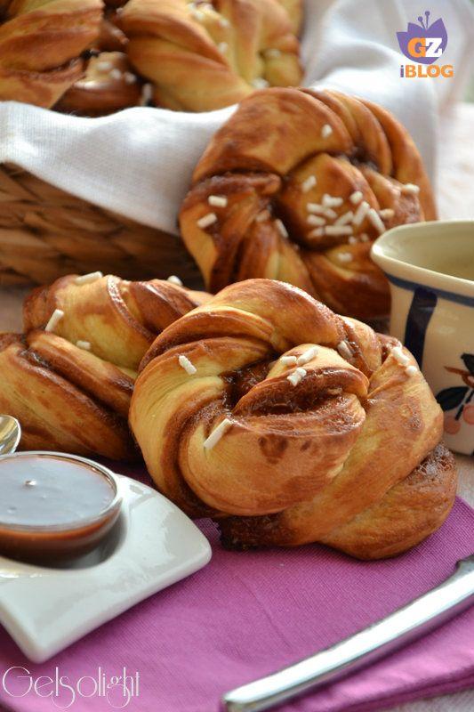 Girelle di pan brioche con crema di cacao e nocciole, preparate con lievito madre, ottime per colazione, fragranti e dorate, farcite con crema biologica.