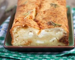 Cake aux figues, chèvre et feta à moins de 200 calories : http://www.fourchette-et-bikini.fr/recettes/recettes-minceur/cake-aux-figues-chevre-et-feta-a-moins-de-200-calories.html
