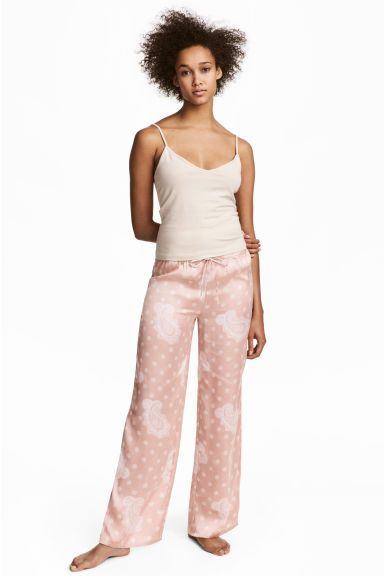 Satijnen pyjamabroek Model