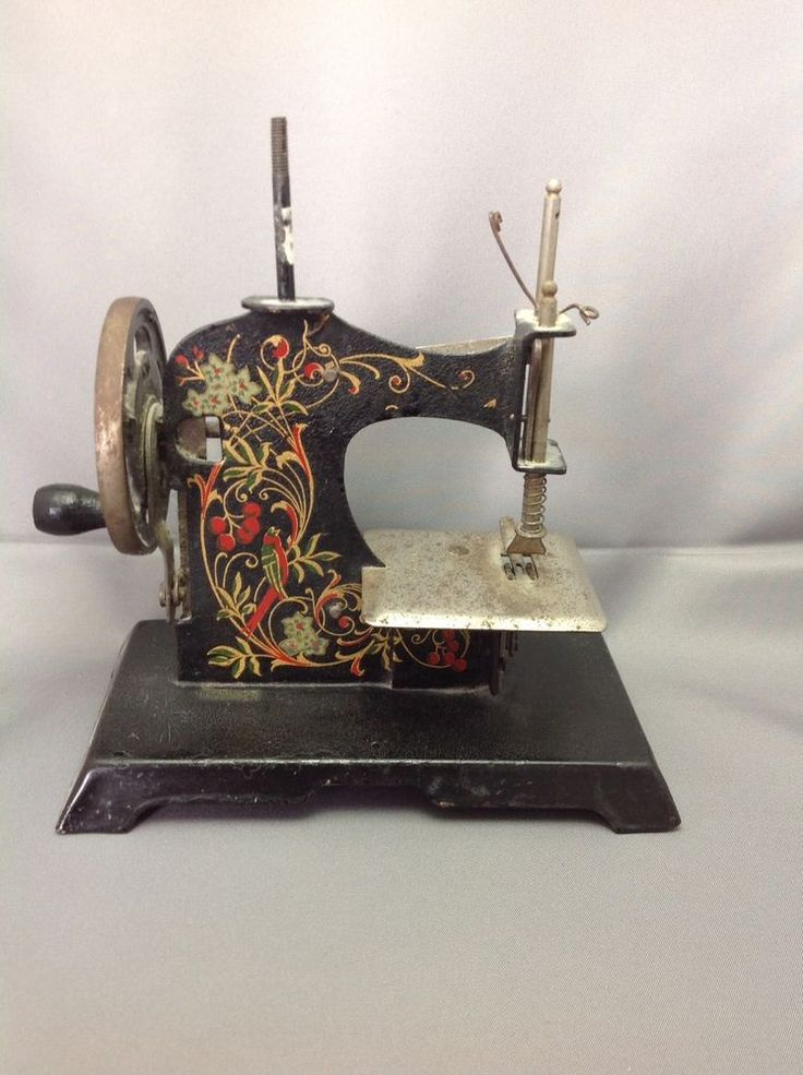 Antique Sewing Machines, Treadle Sewing Machines, Classic Toys, Vintage  Toys, Sew Pattern, Sewing Patterns, Shabby Chic, Sew