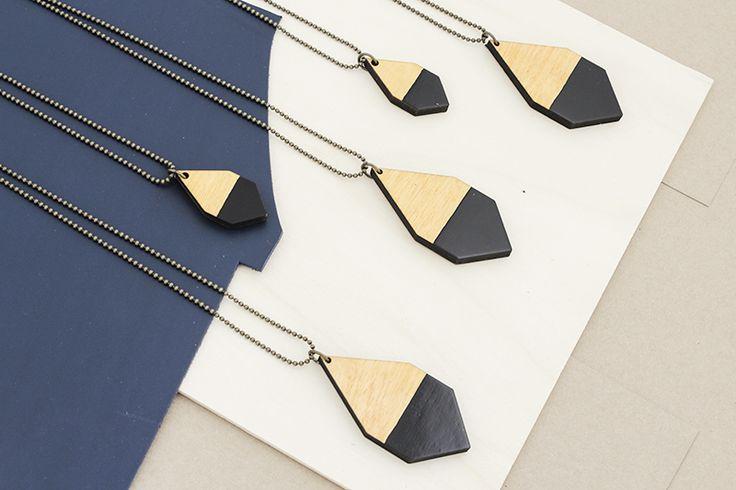 DIAMANTE necklaces black/light wood