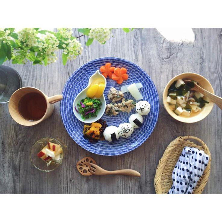 いいね!170件、コメント32件 ― nakoさん(@kinacomiruku)のInstagramアカウント: 「kinakoのお昼ごはん ・新若芽と豆腐とシメジのお味噌汁 ・すりおろし蓮根と法蓮草入りのやわらかい手づかみ鶏つくね ・菜の花と紫キャベツのおかかおひたし ・ヒジキと南瓜の出汁煮…」
