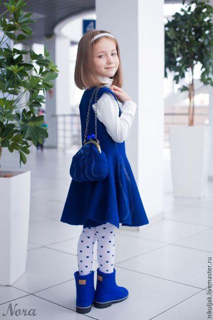 Купить или заказать Валяное платье для девочек Синий иней в интернет-магазине на Ярмарке Мастеров. Очень красивое синее платье! Элегантное, утонченное, изготовлено из тончайшей мериносовой шерсти и большого количества натурального шелка. Платье без швов (цельно-валяное). Сзади по спинке длинная застежка 'потайная молния', прекрасная посадка по фигуре, юбка солнце-клеш! В этом платье Ваша принцесса будет неотразима! Можно заказать с сумочкой! Сумочка в эквиваленте 20 долларов Авторская...