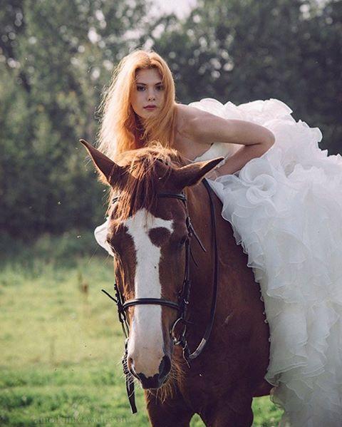 Instagram media by anna_kuntcevich - Сбежавшая невеста🐎🐴🌲 первые снимки с проекта! Организатор @photolabaut #заповедноеподворье #horses #лошади #фотосессииспб #фотографвпитере #фотографспб #фотосессиивпитере #follow #love #annakuntcevichphotography #beautiful #фотосессиислошадьми #сьемкислошадьми #лошадь #питер #спб