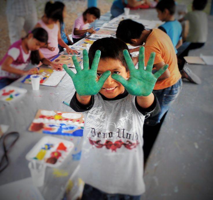 A través de la fotografía reflejo mi pasión por el trabajo con los niños y el arte. Espacio donde se puede expresar sentimientos y creatividad. La fotografía fue tomada desde un ángulo picado y en plano medio para dejar ver el espacio donde se desarrolla la actividad. Finalmente, se recorto, se trabajo color y enfoque selectivo.