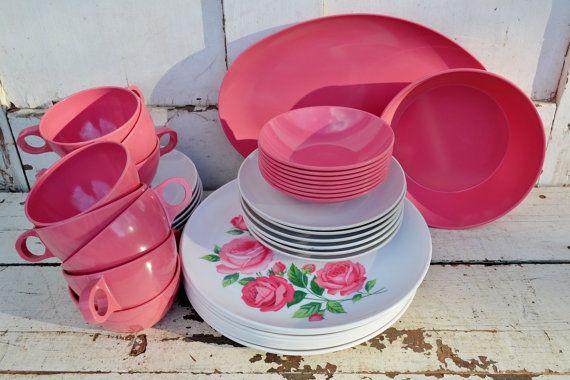 Vintage Pink Roses Stetson mélamine plats assiettes bols servant de plateau tasses soucoupes Service pour 8 huit Fuchsia plastique Camping plein air