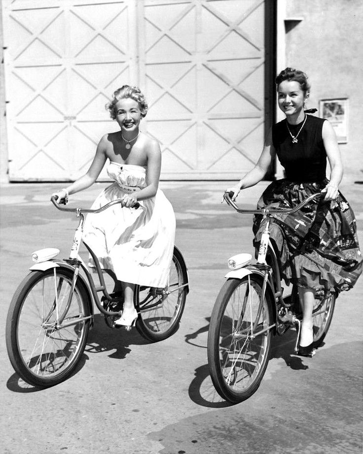 Ravageuses bike. | Jane Powell and Debbie Reynolds
